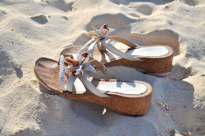 砂浜のサンダル