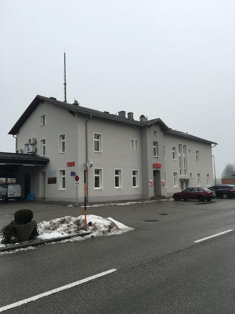 2ブラウナウ駅