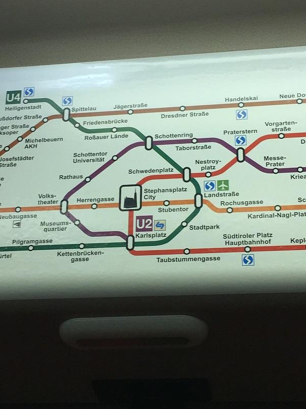 18ウィーンの地下鉄内の路線図