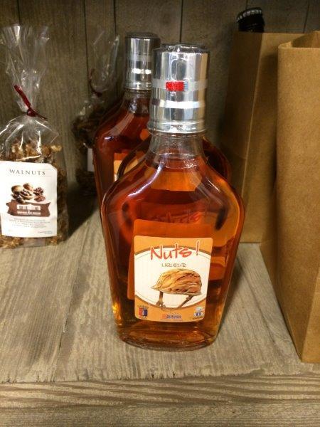 【7】NUTS!と印刷されたウィスキー