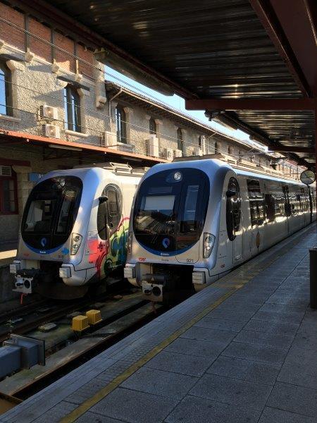 【4】アチューリ駅のホームに入線するバスク鉄道
