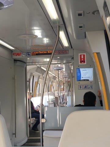 【8】バスク鉄道の車内