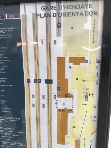 【6】駅のホーム案内図(上がフランス方面、下がスペイン方面)