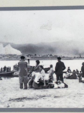 【19】スペイン国内の戦闘を対岸のフランスのアンダイエから見る人たち