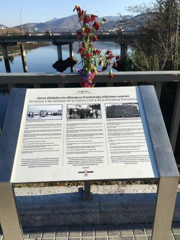 【17】スペイン国境側の記念碑