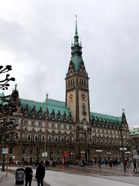 戦後再建されたハンブルクの市庁舎