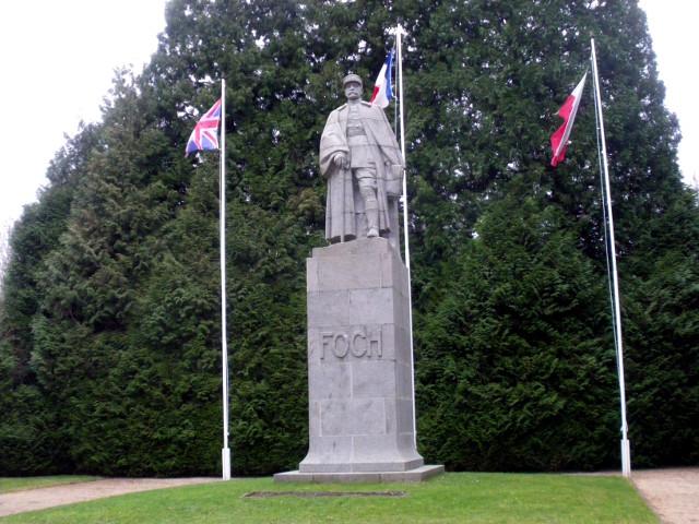 休戦条約が結ばれたコンピエーニュの森にある、フランス側代表フォッシュ将軍の像