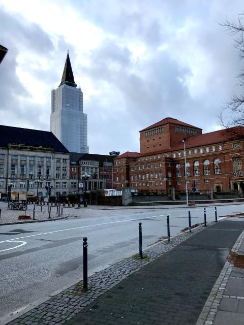 キールの市庁舎と広場