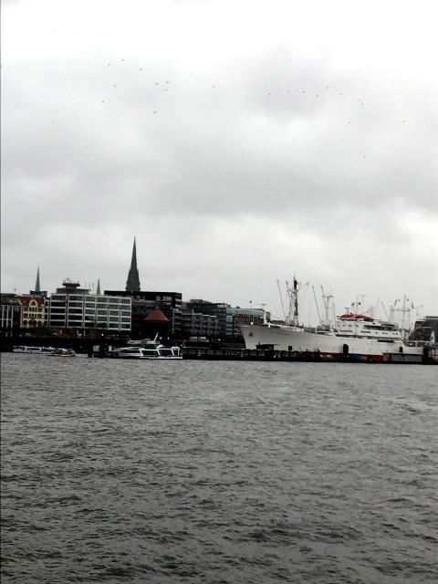 エルベ川とハンブルクの街。ハンザ同盟が衰退しても大河エルベの恩恵を受けハンブルクは発展