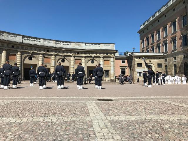 首都ストックホルムの衛兵の交代式