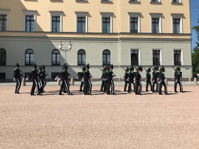 首都オスロの王宮の衛兵の交代式式