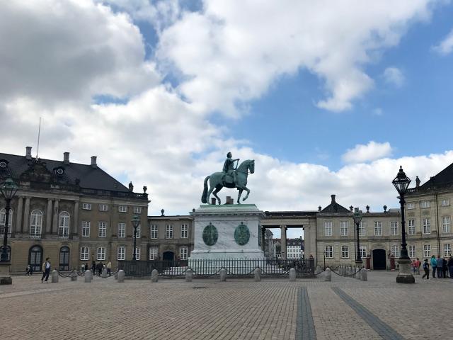 港側から見たアメリエンボー宮殿