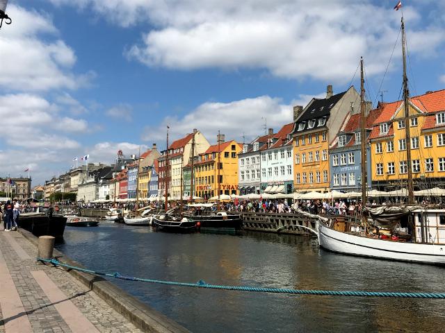 海の男たちの居酒屋街だったニューハウン。現在ではコペンハーゲンを象徴する景観