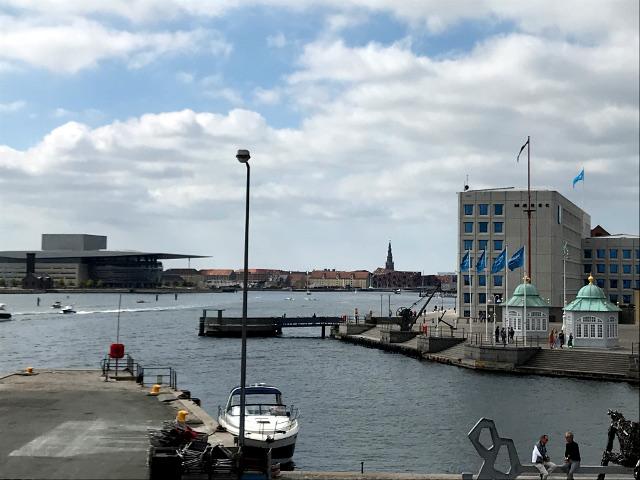 コペンハーゲン港とマースクライン本社