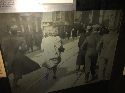 イギリス軍の空襲のうわさが流れパニックになるオスロ市民