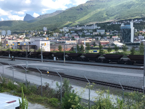 鉄鉱石を運ぶ貨車