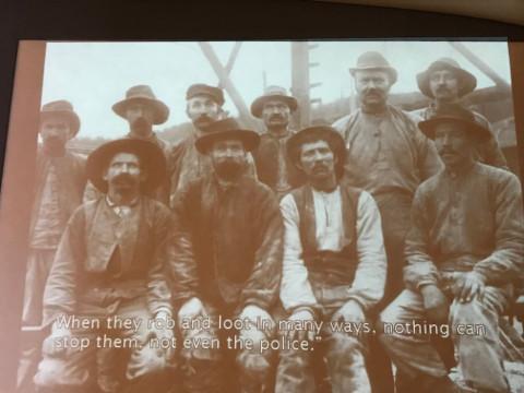 当時の鉄道建設に携わった労働者