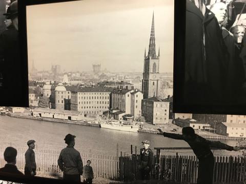 第二次世界大戦中のストックホルムで遊ぶ子供たち