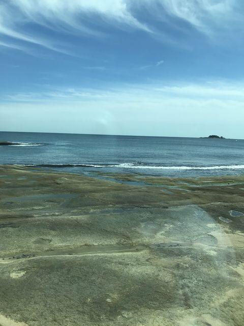 束草~花津浦間の車窓は日本海が広がる