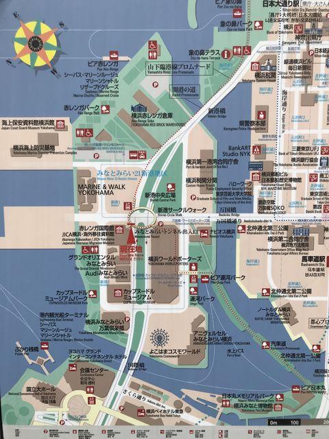 地図左のクリーム色の空白部分が新港ふ頭8号バース、右下が桜木町駅方面