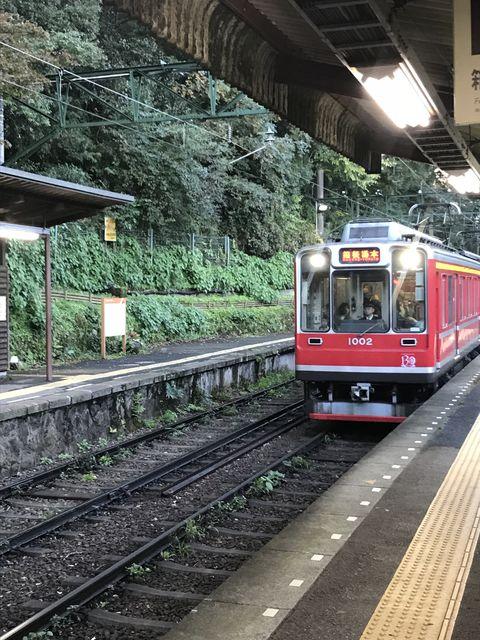 宮ノ下駅で入線してくる箱根登山鉄道