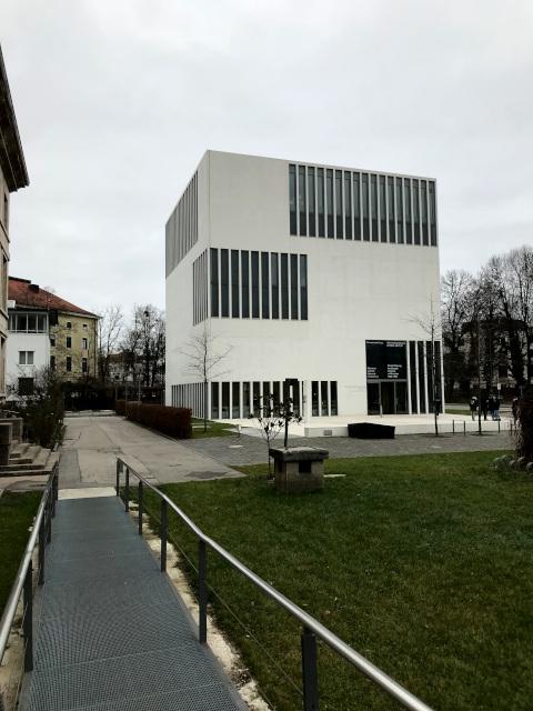 現在の褐色の家は、ナチス時代を忘れないためのNS文書センター