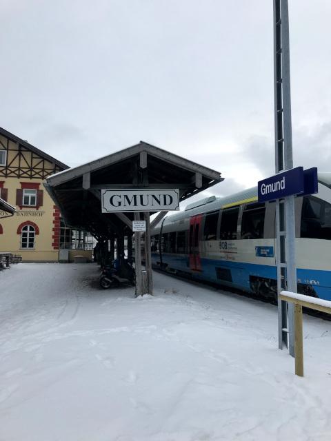 グムンドの駅。観光案内所も併設されている