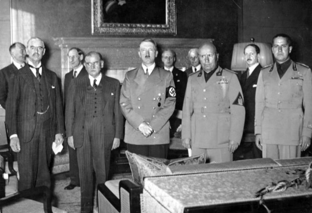 左よりチェンバレン、ダラディエ、ヒトラー、ムッソリーニ、チアノ伊外相。wikipediaより転載