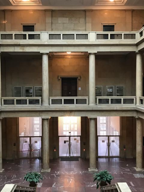 2階の正面の部屋が会談が行われた部屋
