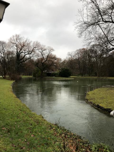 冬は寂しい雰囲気がある英国庭園