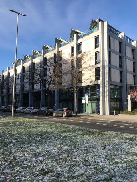 ゲシュタポの本部があった場所は、現在は銀行