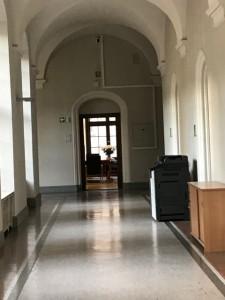 旧216号室の白バラホール