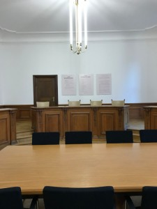 フライスラーが座っていた裁判長の席