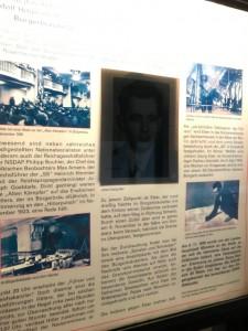 事件現場だったガスタイク文化センターの入り口にある展示文