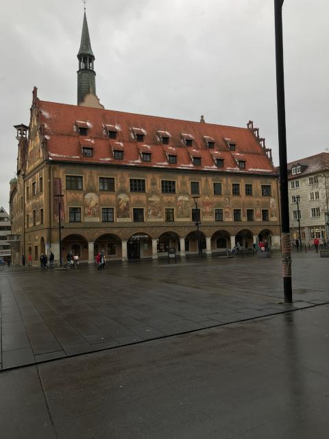 市庁舎とショル広場