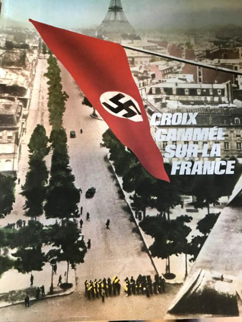 パリになびく鍵十字の旗