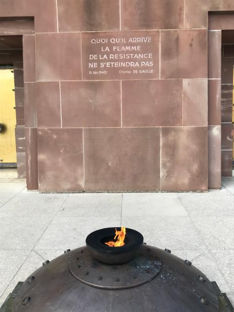 永遠と灯り続ける抵抗の炎