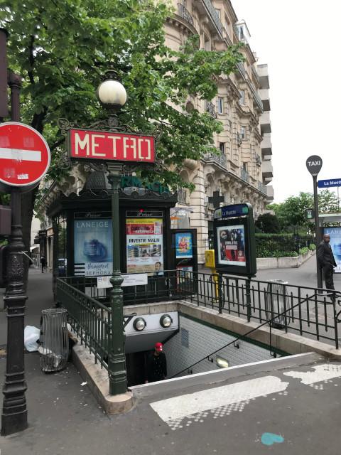 ラ・ミュエット駅の入口