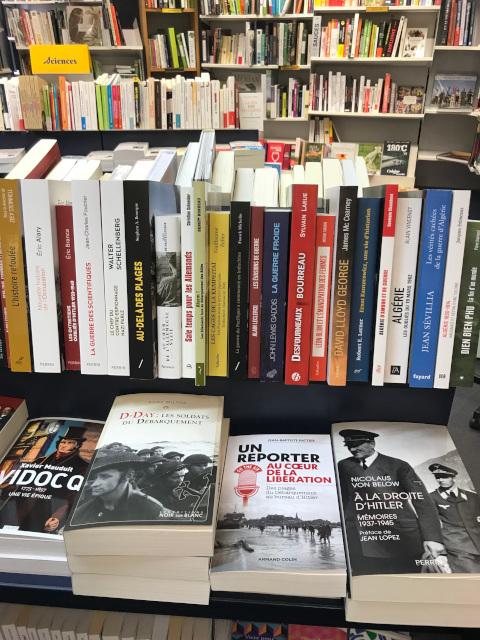 ヴィシーの街中の本屋の歴史コーナーにもペタンに関する本はなかった