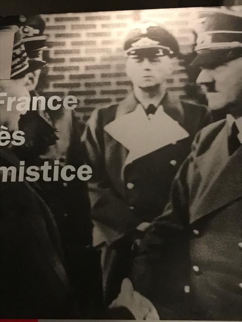 モントワール駅で握手するヒトラーとペタン