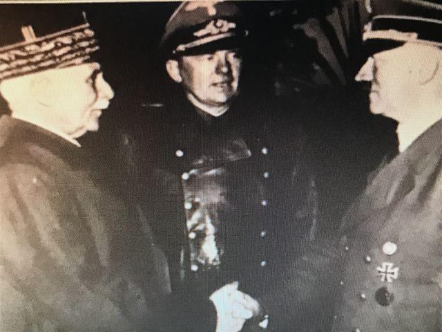 ペタンとヒトラーが握手した瞬間