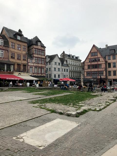 ルーアンの英仏100年戦争でジャンヌ・ダルクが処刑された広場