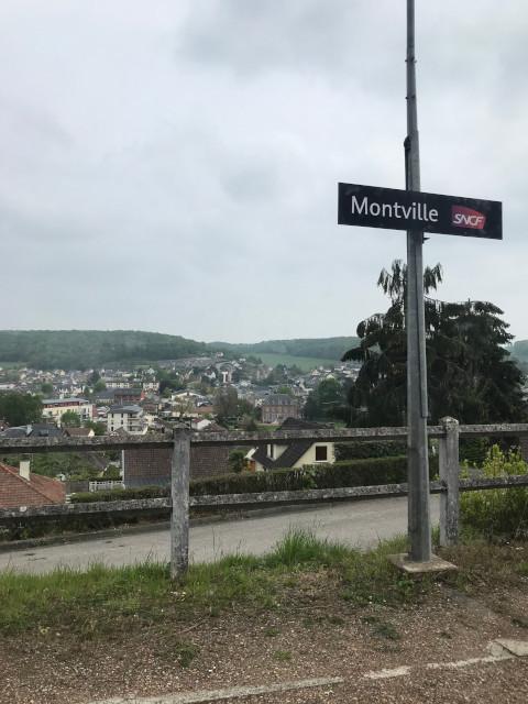 Montville駅