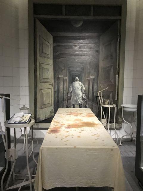 再現された人体実験に使用されたベッド