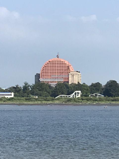 大型ホテルと思われる建築中の高層建築物