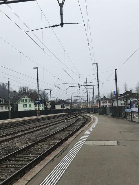 ブルンネンの駅から見たゴットハルト峠方面の路線