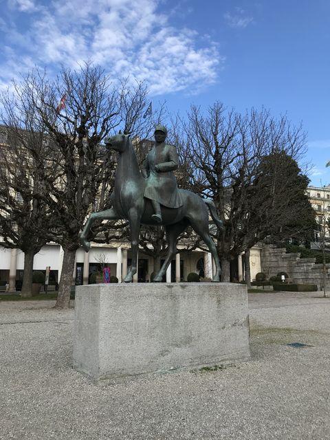 ローザンヌのスイスの英雄、ギザン将軍の像