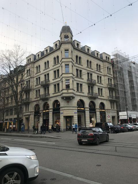 チューリッヒにある第二次世界大戦中、朝日新聞の事務所があった建物